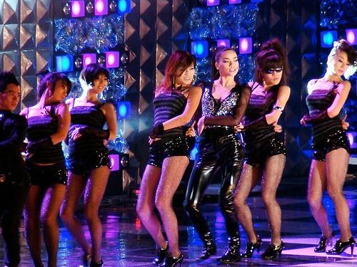 Trước khi khiến fan nở mày nở mặt với vai trò giám khảo tại Next Top châu Á, Hồ Ngọc Hà từng có những lần xuất hiện cực ấn tượng tại quốc tế - Ảnh 1.