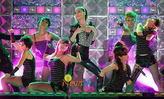 Trước khi khiến fan nở mày nở mặt với vai trò giám khảo tại Next Top châu Á, Hồ Ngọc Hà từng có những lần xuất hiện cực ấn tượng tại quốc tế - Ảnh 2.