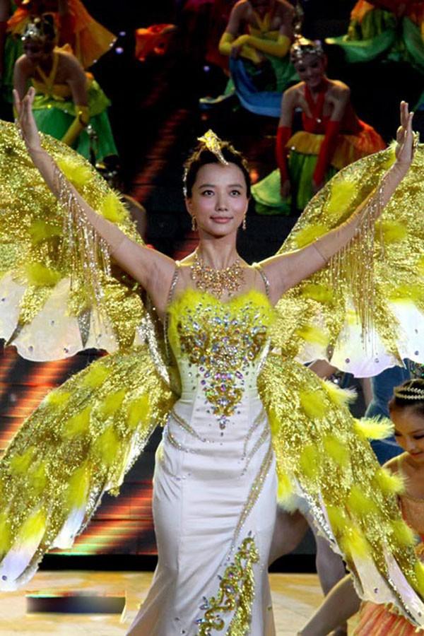 Không phải Angela Baby hay Quan Hiểu Đồng, Nữ thần Kim Ưng 2018 là Địch Lệ Nhiệt Ba! - Ảnh 1.
