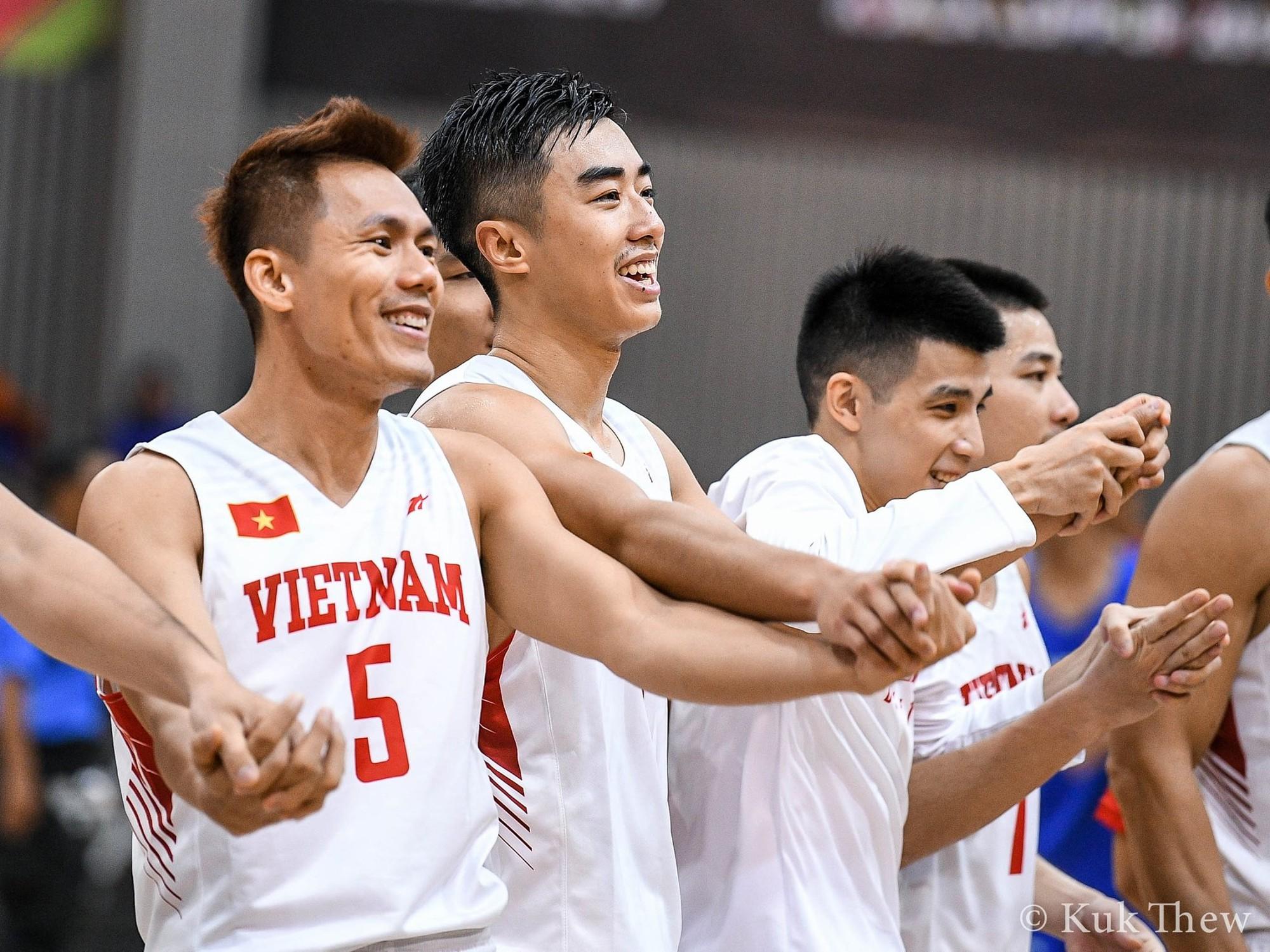 Stefan Nguyễn: Từ một cầu thủ bóng rổ nhà nghề ở Thụy Điển đến người con trở về Việt Nam vì lời hứa với mẹ - Ảnh 4.