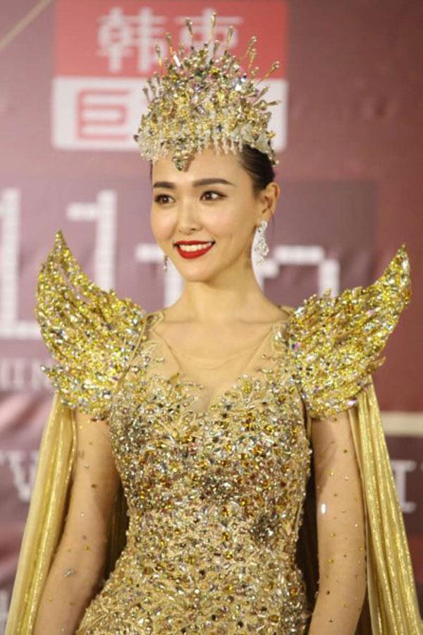 Không phải Angela Baby hay Quan Hiểu Đồng, Nữ thần Kim Ưng 2018 là Địch Lệ Nhiệt Ba! - Ảnh 3.