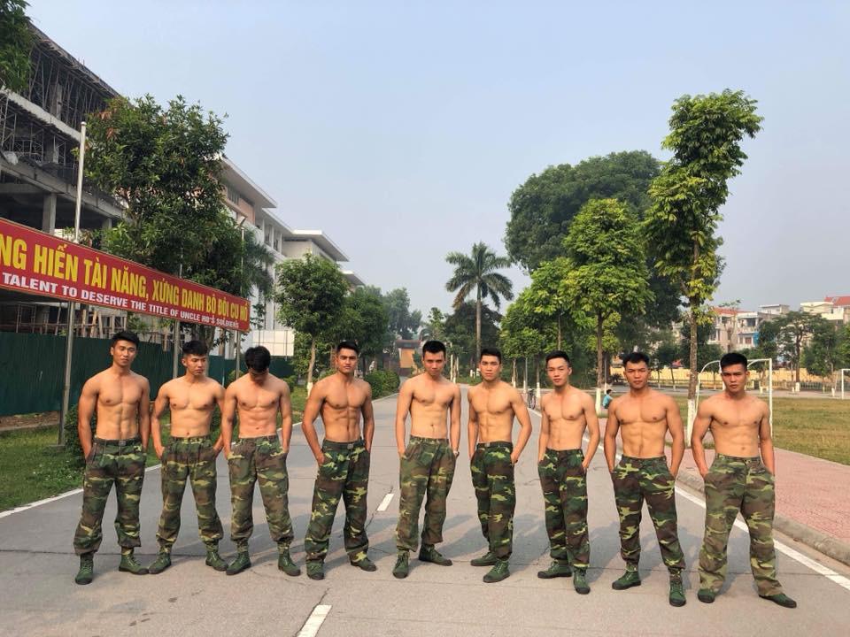 """Bức ảnh """"Hậu duệ mặt trời"""" phiên bản Việt quy tụ cả dàn trai đẹp, ai cũng body 6 múi chuẩn không cần chỉnh - Ảnh 4."""