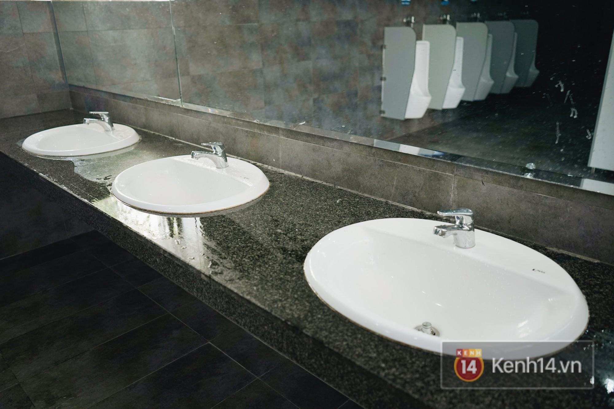Nhà vệ sinh lộ thiên sang chảnh như khách sạn của Đại học FPT: Vừa giải quyết nỗi buồn vừa ngắm mây trời, hoa lá - Ảnh 5.