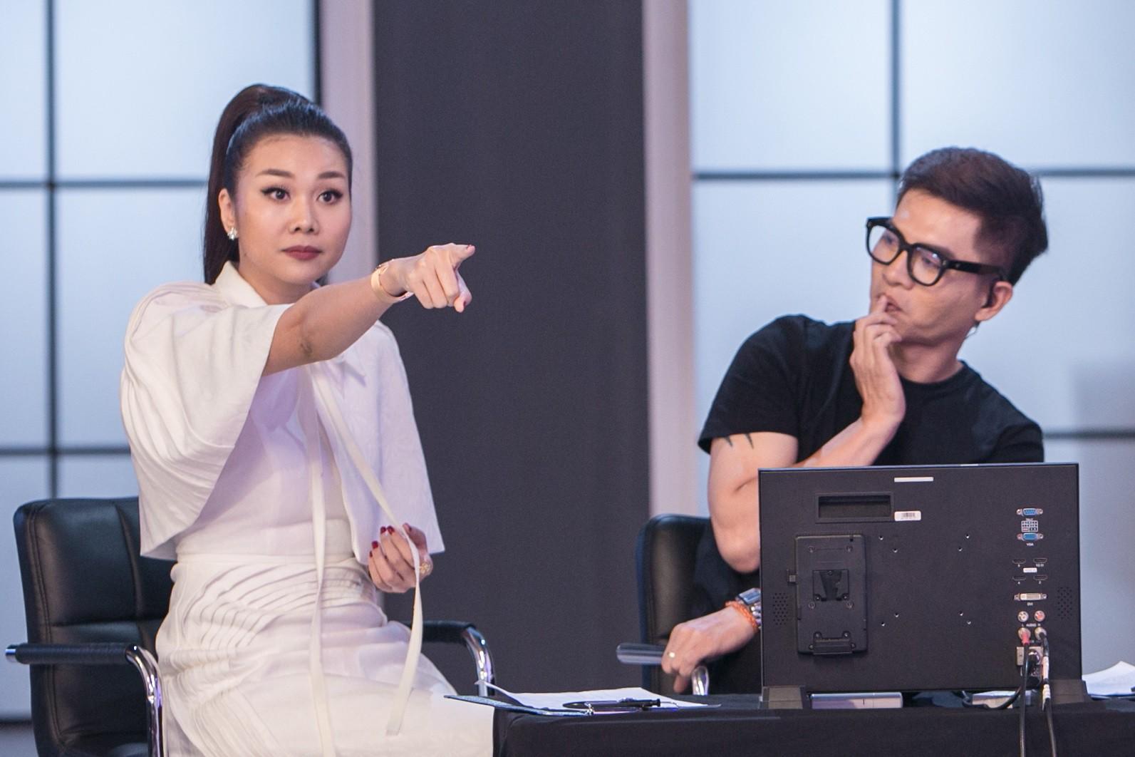 Clip: Thanh Hằng, Võ Hoàng Yến, Minh Hằng căng thẳng tột độ với thí sinh trong thử thách đầu tiên - Ảnh 2.