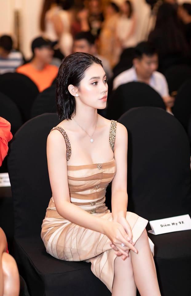 Dám làm điều mà nhiều Hoa hậu ngại ngần, Mỹ Linh và Jolie Nguyễn đều thăng hạng phong cách vù vù! - Ảnh 12.
