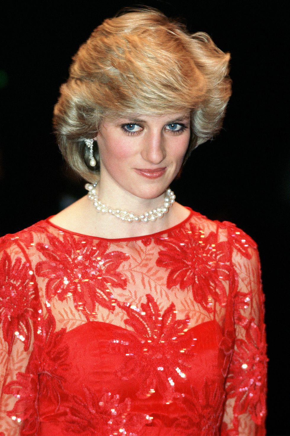 Mấy ai để ý rằng Công nương Diana cũng có một thời để tóc lỡ vai đầy dịu dàng và trang nhã đến vậy - Ảnh 1.