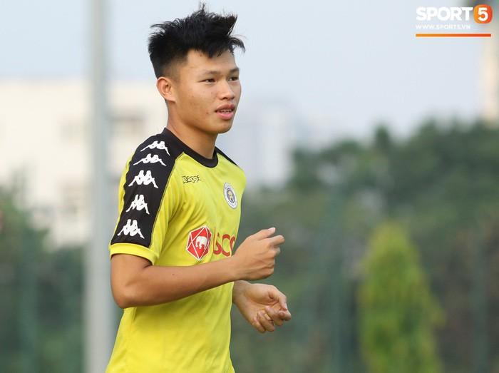 Tân binh đội tuyển Việt Nam giành suất đến AFF Cup 2018 để tặng vợ đang mang bầu - Ảnh 1.