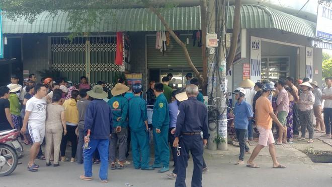Người đàn ông bán vé số gục chết trước cửa tiệm thuốc tây - Ảnh 2.