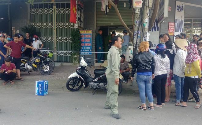 Người đàn ông bán vé số gục chết trước cửa tiệm thuốc tây - Ảnh 1.