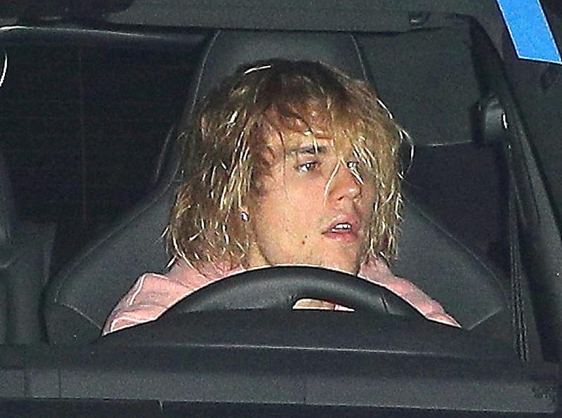 Justin Bieber đầu tóc rũ rượi, xuất hiện buồn bã sau tin Selena Gomez nhập viện điều trị tâm thần - Ảnh 2.