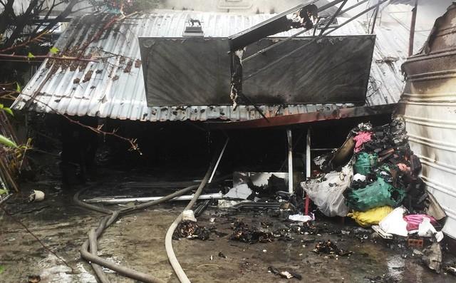 Cháy nhà giữa trời mưa, 1 cụ bà tử vong, nam thanh niên vào cứu bị điện giật chấn thương - Ảnh 1.