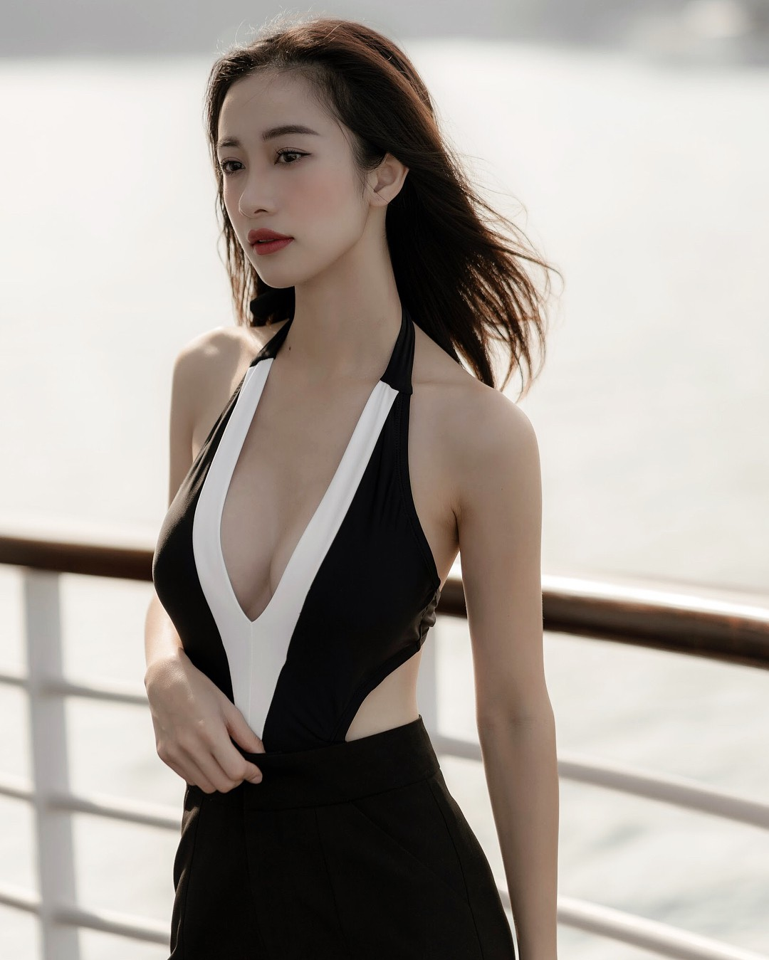 Với tần suất hở bạo đều thế này, Jun Vũ có khi sắp vượt mặt các đàn chị để thành sexy queen của showbiz rồi - Ảnh 4.