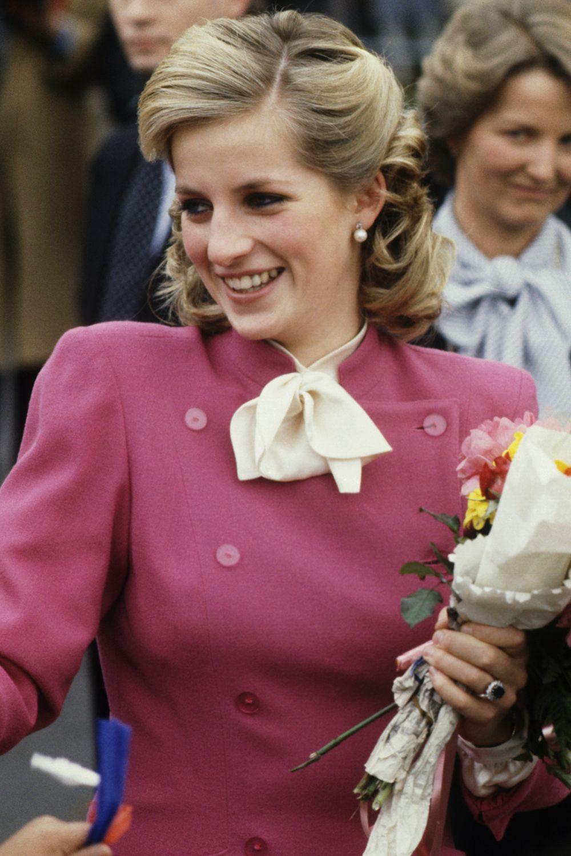 Mấy ai để ý rằng Công nương Diana cũng có một thời để tóc lỡ vai đầy dịu dàng và trang nhã đến vậy - Ảnh 2.