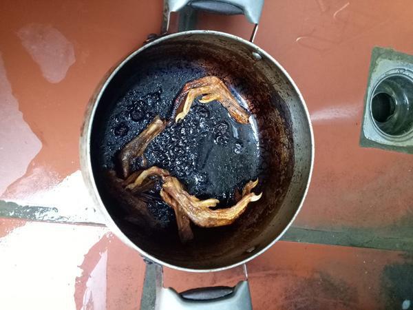 Lại thêm một nồi trứng kho thịt cháy đen chứng minh truyền thuyết đẻ xong để quên não ở bệnh viện là có thật - Ảnh 11.