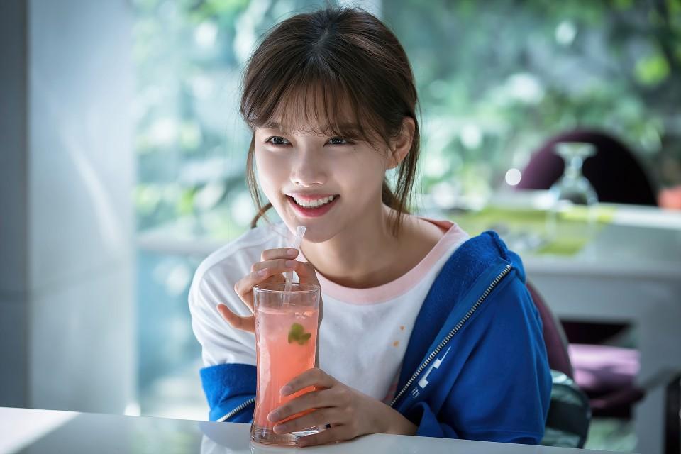 Kim Yoo Jung chính thức trở lại sau 2 năm: Xinh đến nỗi fan chỉ muốn lịm đi! - Ảnh 3.