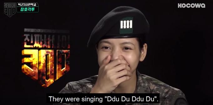 Lisa phấn khích khi bản hit của Black Pink được các quân nhân hát và nhảy theo - Ảnh 3.
