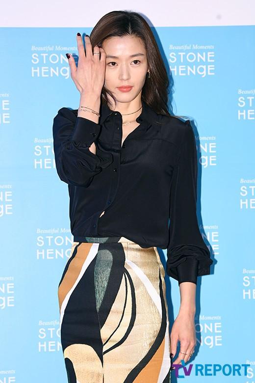 Đẹp xuất sắc dù đã hạ sinh 2 con, mợ chảnh Jeon Ji Hyun lại bị đôi chân gân guốc làm lộ dấu hiệu lão hóa - Ảnh 8.