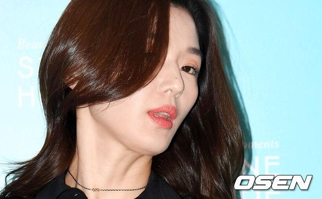 Đẹp xuất sắc dù đã hạ sinh 2 con, mợ chảnh Jeon Ji Hyun lại bị đôi chân gân guốc làm lộ dấu hiệu lão hóa - Ảnh 10.