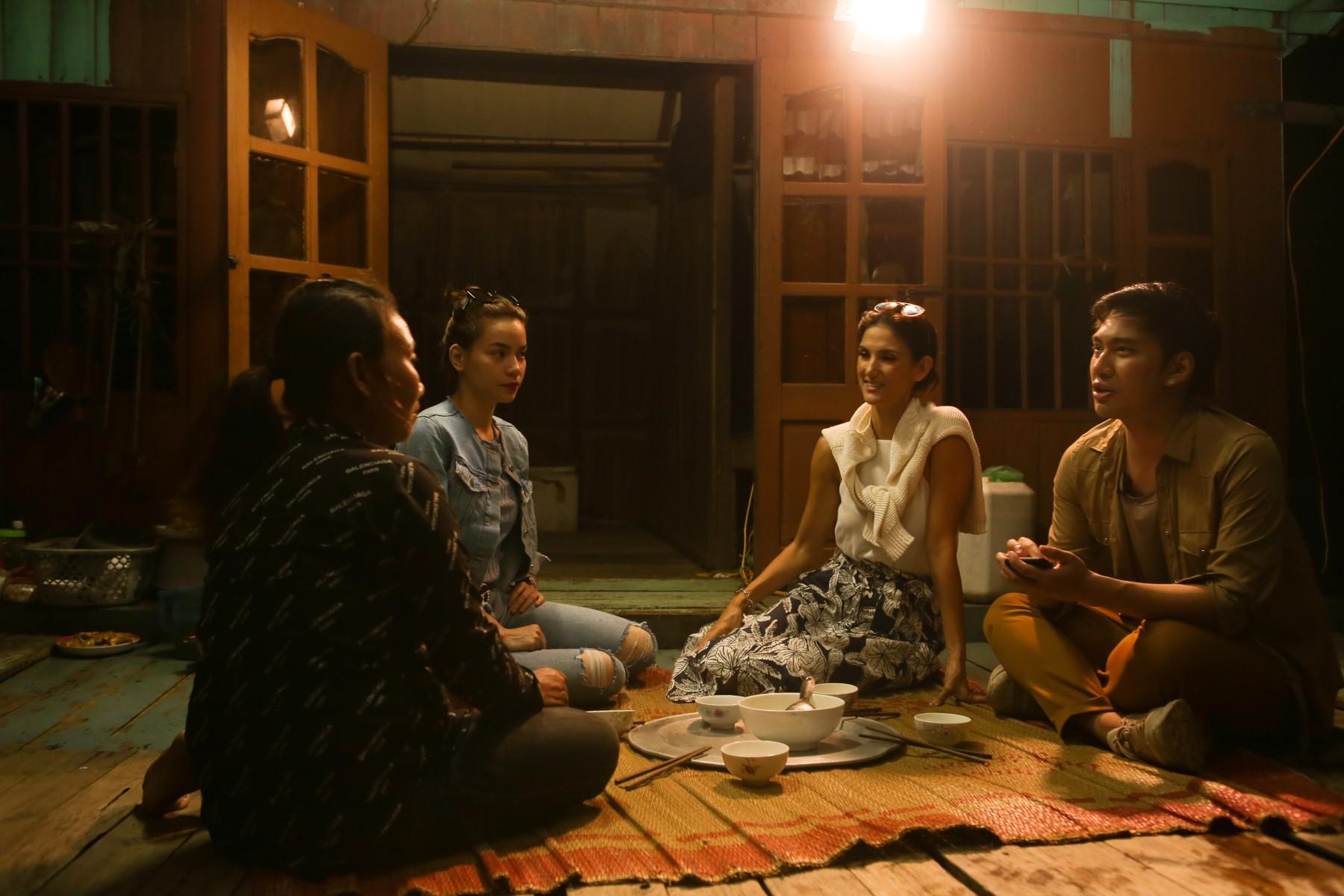 Host Asias Next Top Model trầm trồ về vịnh Hạ Long khi du lịch cùng Hồ Ngọc Hà - Ảnh 8.