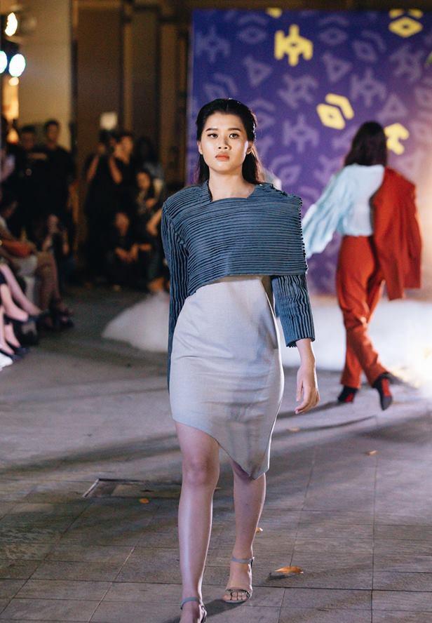 Đã mắt với những thiết kế ấn tượng không thua kém bất cứ sàn diễn quốc tế nào của sinh viên Thiết kế Thời trang, Đại học Kiến trúc Thành phố Hồ Chí Minh - Ảnh 18.