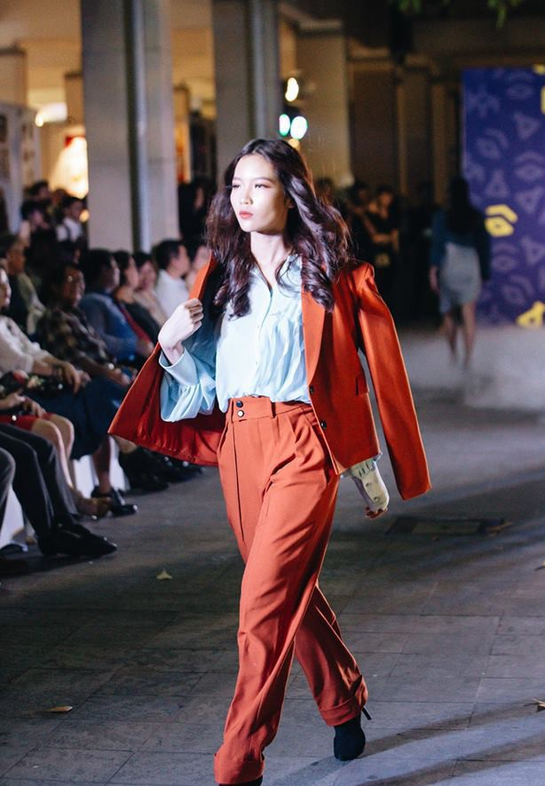 Đã mắt với những thiết kế ấn tượng không thua kém bất cứ sàn diễn quốc tế nào của sinh viên Thiết kế Thời trang, Đại học Kiến trúc Thành phố Hồ Chí Minh - Ảnh 17.