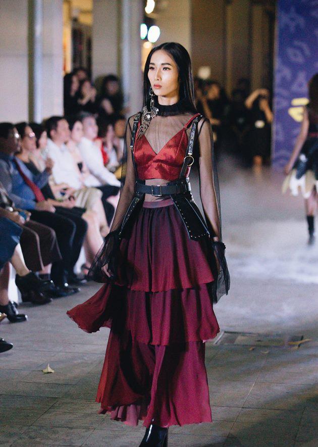 Đã mắt với những thiết kế ấn tượng không thua kém bất cứ sàn diễn quốc tế nào của sinh viên Thiết kế Thời trang, Đại học Kiến trúc Thành phố Hồ Chí Minh - Ảnh 16.