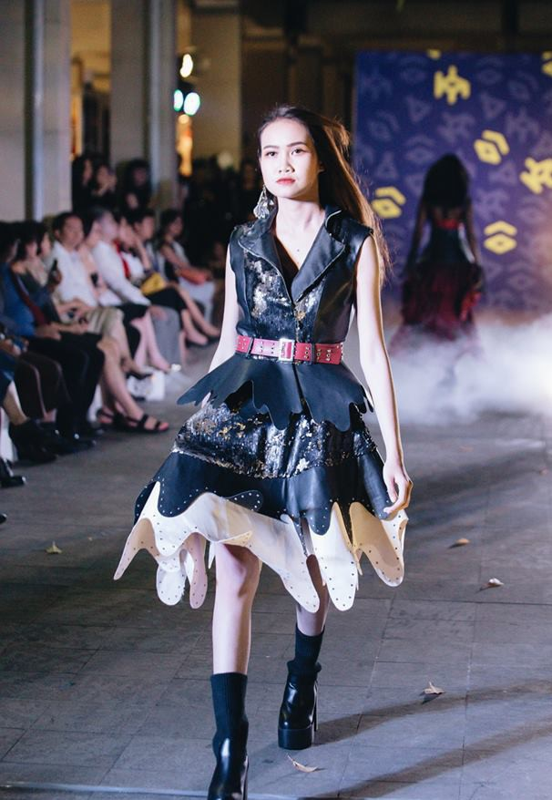 Đã mắt với những thiết kế ấn tượng không thua kém bất cứ sàn diễn quốc tế nào của sinh viên Thiết kế Thời trang, Đại học Kiến trúc Thành phố Hồ Chí Minh - Ảnh 15.