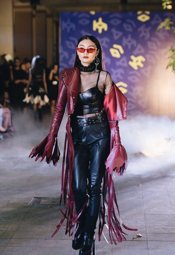 Đã mắt với những thiết kế ấn tượng không thua kém bất cứ sàn diễn quốc tế nào của sinh viên Thiết kế Thời trang, Đại học Kiến trúc Thành phố Hồ Chí Minh - Ảnh 14.