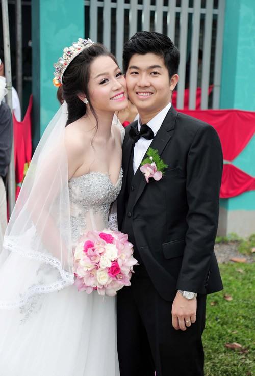 Những tình huống dở khóc dở cười trong đám cưới sao Việt: Suýt sạt nghiệp vì khách mời tăng đột biến, khán giả lên tận lễ đường xin chữ ký - Ảnh 9.