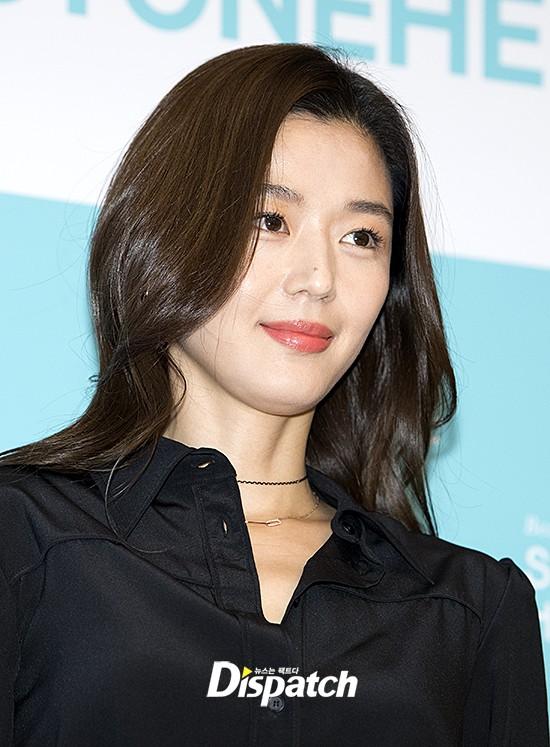 Đẹp xuất sắc dù đã hạ sinh 2 con, mợ chảnh Jeon Ji Hyun lại bị đôi chân gân guốc làm lộ dấu hiệu lão hóa - Ảnh 9.
