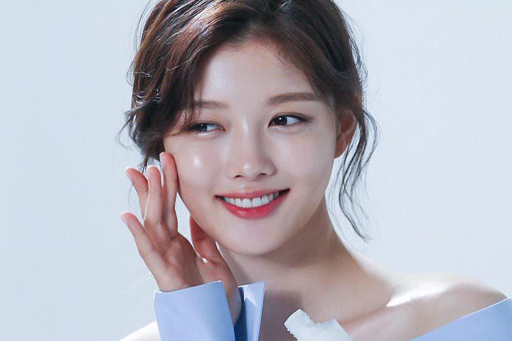 Ảnh hậu trường không còn gì để nói của Kim Yoo Jung: Nhan sắc của thiếu nữ 19 tuổi đẹp nhất xứ Hàn là đây! - Ảnh 12.