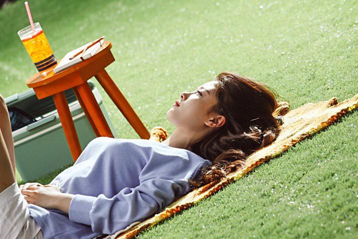 Ảnh hậu trường không còn gì để nói của Kim Yoo Jung: Nhan sắc của thiếu nữ 19 tuổi đẹp nhất xứ Hàn là đây! - Ảnh 19.