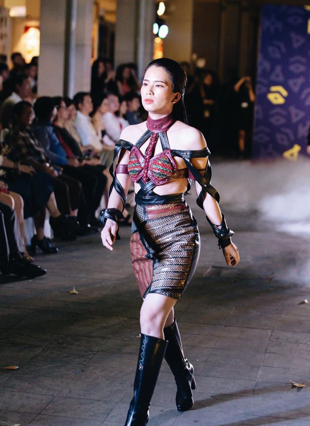 Đã mắt với những thiết kế ấn tượng không thua kém bất cứ sàn diễn quốc tế nào của sinh viên Thiết kế Thời trang, Đại học Kiến trúc Thành phố Hồ Chí Minh - Ảnh 11.