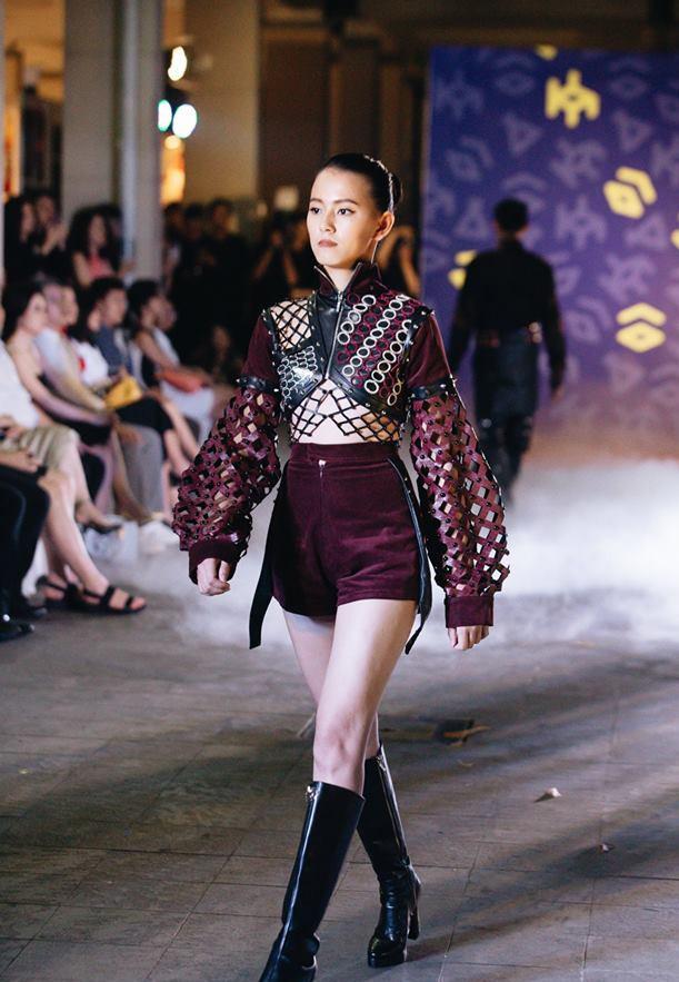 Đã mắt với những thiết kế ấn tượng không thua kém bất cứ sàn diễn quốc tế nào của sinh viên Thiết kế Thời trang, Đại học Kiến trúc Thành phố Hồ Chí Minh - Ảnh 10.