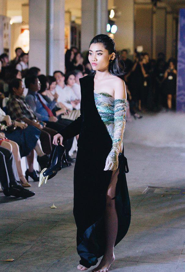 Đã mắt với những thiết kế ấn tượng không thua kém bất cứ sàn diễn quốc tế nào của sinh viên Thiết kế Thời trang, Đại học Kiến trúc Thành phố Hồ Chí Minh - Ảnh 8.