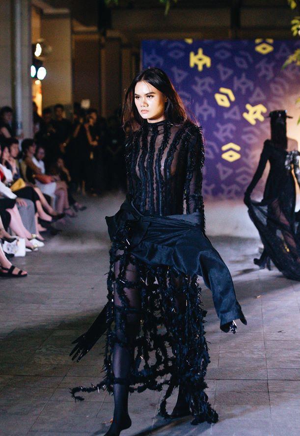 Đã mắt với những thiết kế ấn tượng không thua kém bất cứ sàn diễn quốc tế nào của sinh viên Thiết kế Thời trang, Đại học Kiến trúc Thành phố Hồ Chí Minh - Ảnh 6.