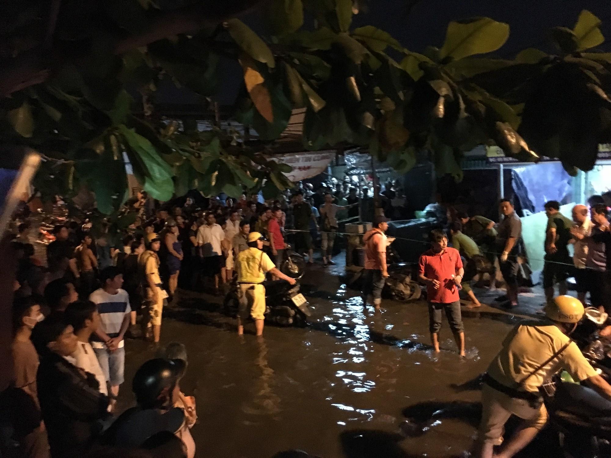 Hai đối tượng dùng hung khí truy sát thanh niên tử vong trên đường phố Sài Gòn - Ảnh 1.