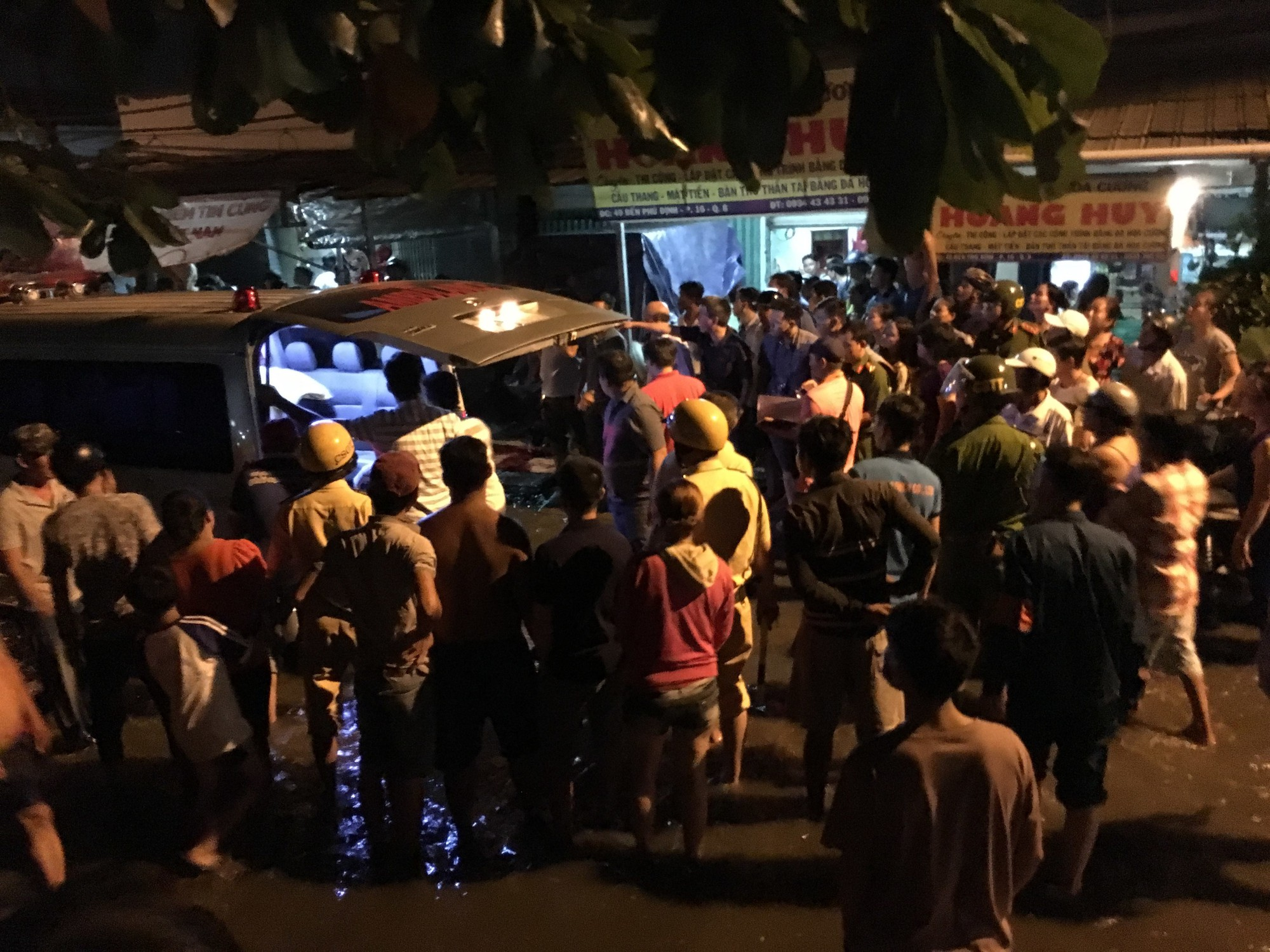 Hai đối tượng dùng hung khí truy sát thanh niên tử vong trên đường phố Sài Gòn - Ảnh 2.