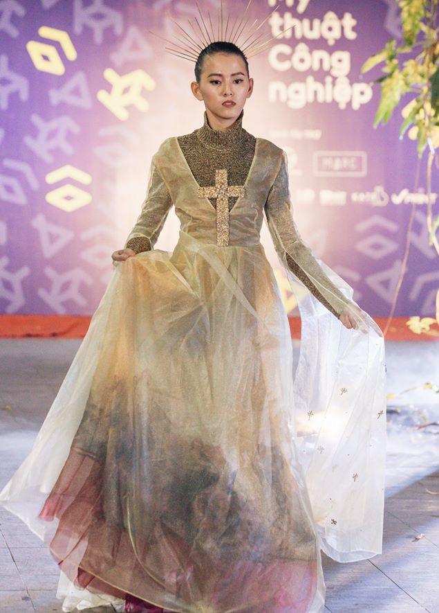 Đã mắt với những thiết kế ấn tượng không thua kém bất cứ sàn diễn quốc tế nào của sinh viên Thiết kế Thời trang, Đại học Kiến trúc Thành phố Hồ Chí Minh - Ảnh 41.