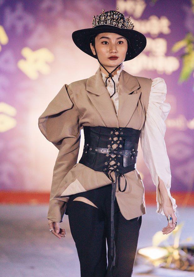 Đã mắt với những thiết kế ấn tượng không thua kém bất cứ sàn diễn quốc tế nào của sinh viên Thiết kế Thời trang, Đại học Kiến trúc Thành phố Hồ Chí Minh - Ảnh 28.