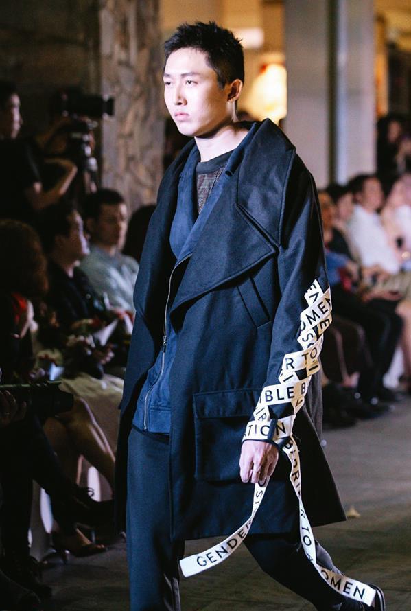 Đã mắt với những thiết kế ấn tượng không thua kém bất cứ sàn diễn quốc tế nào của sinh viên Thiết kế Thời trang, Đại học Kiến trúc Thành phố Hồ Chí Minh - Ảnh 21.