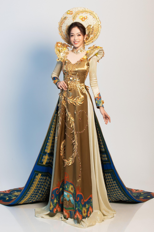 Clip: Phương Nga xuất hiện rạng rỡ, tự tin trình diễn trang phục dân tộc tại Miss Grand International 2018 - Ảnh 5.