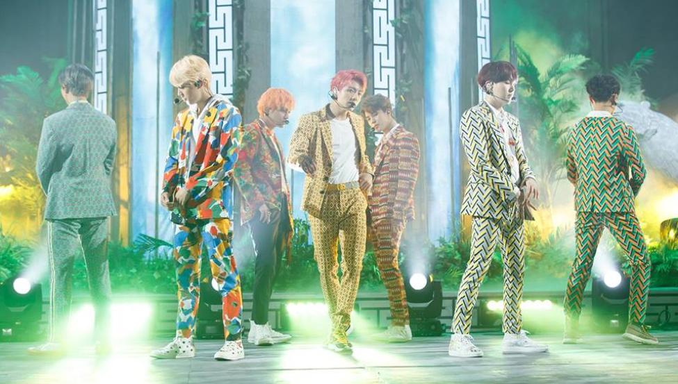 Thành viên hết chấn thương đến sức khỏe yếu, fan yêu cầu Big Hit cho BTS nghỉ ngơi - Ảnh 1.