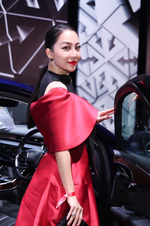 Thanh Hằng - Linh Nga diện đồ ton sur ton, xuất hiện kiêu kì tại sự kiện ở Singapore - Ảnh 5.
