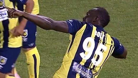 Khó tin: Người đàn ông chạy nhanh nhất hành tinh ghi 2 bàn trong trận bóng đá chuyên nghiệp - Ảnh 2.