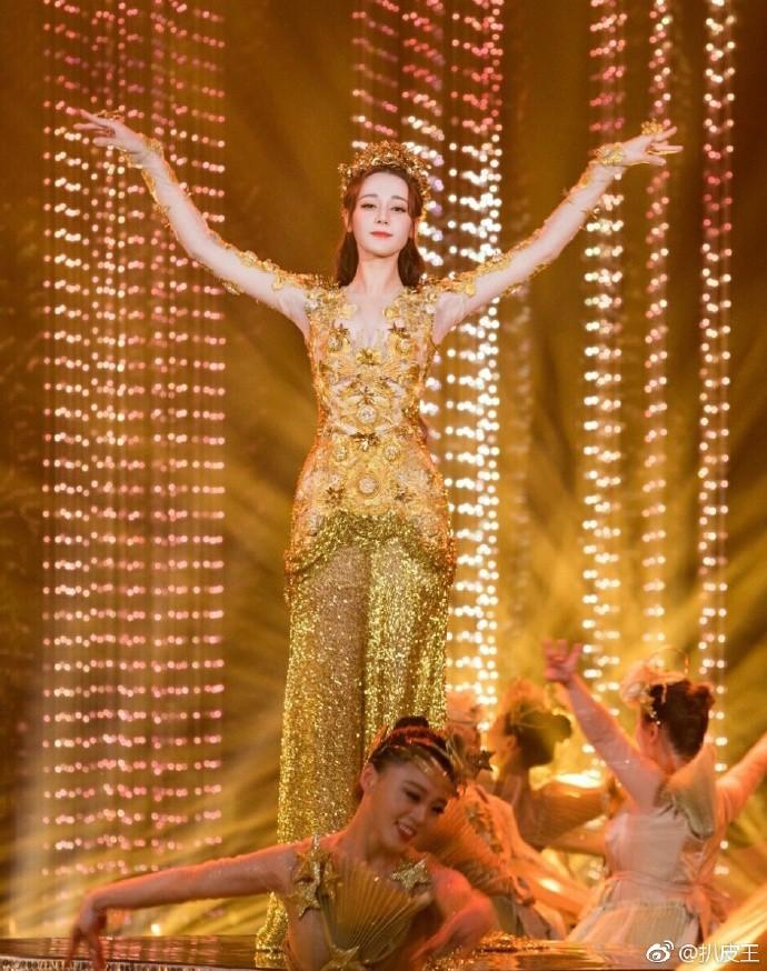 Mỹ nhân cực phẩm nhất đêm nay: Địch Lệ Nhiệt Ba hoá thân thành Nữ thần Kim Ưng, xuất sắc như tiên giáng trần - Ảnh 13.