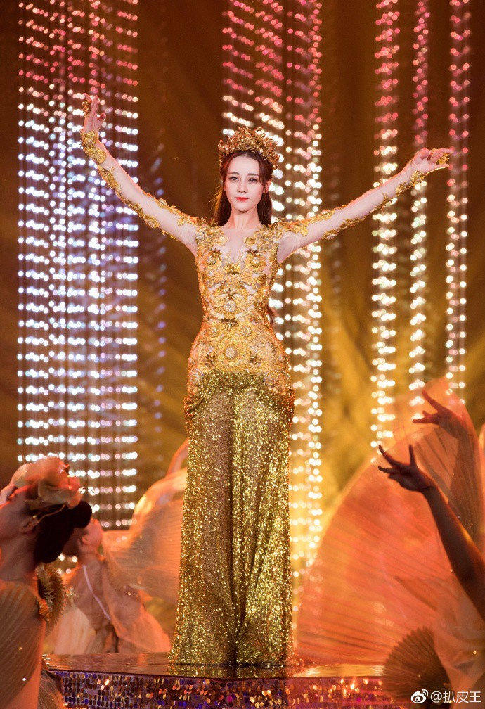 Mỹ nhân cực phẩm nhất đêm nay: Địch Lệ Nhiệt Ba hoá thân thành Nữ thần Kim Ưng, xuất sắc như tiên giáng trần - Ảnh 14.