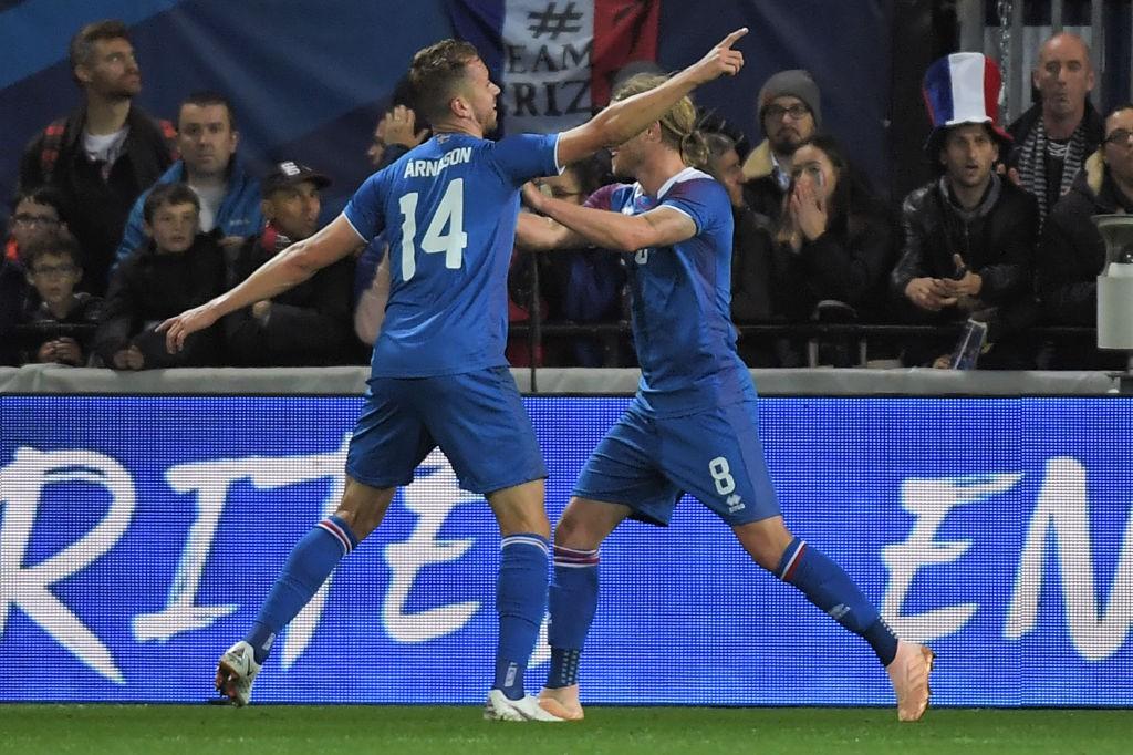 Nhà vô địch thế giới Pháp thoát thua hú vía nhờ bàn thắng phút 90 của Mbappe - Ảnh 3.