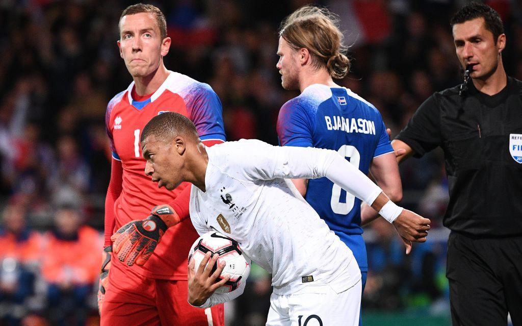 Nhà vô địch thế giới Pháp thoát thua hú vía nhờ bàn thắng phút 90 của Mbappe - Ảnh 5.