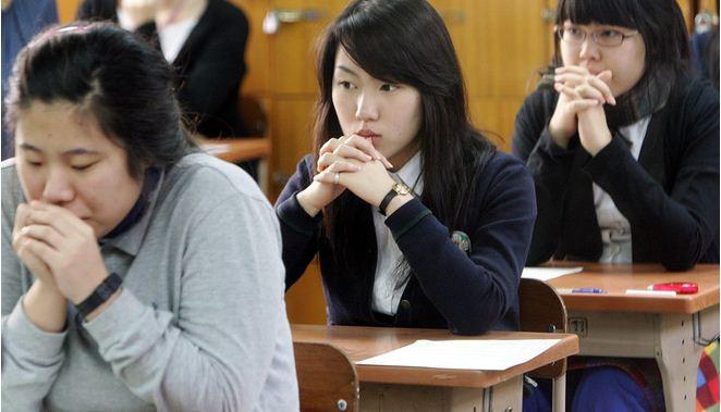 Bạn sẽ chẳng than vãn thi cử áp lực nữa nếu biết học sinh ở những quốc gia này còn phải trải qua kỳ thi khốc liệt hơn nhiều - Ảnh 5.